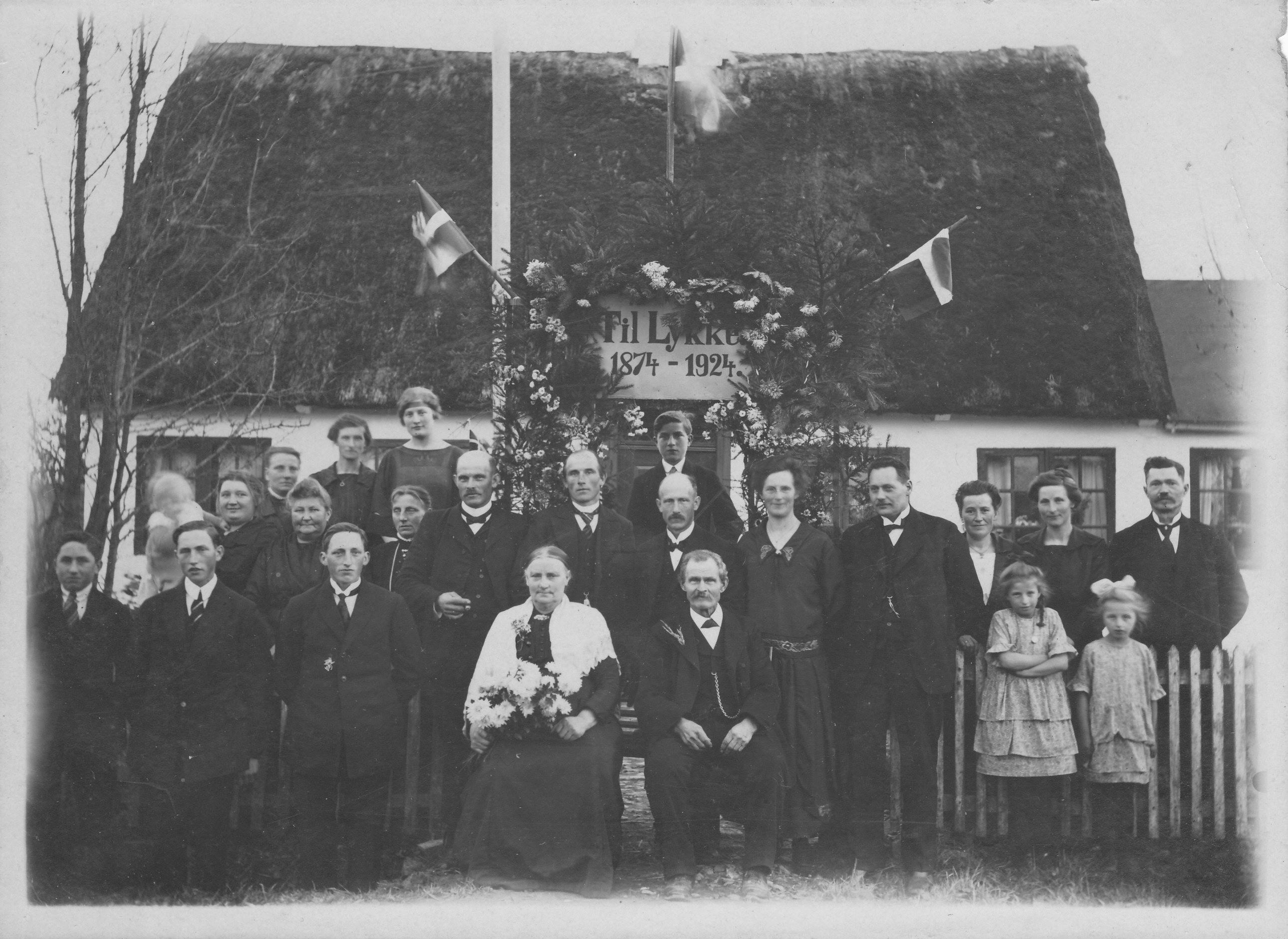 Maren og Lars Karlsen med familie 1924